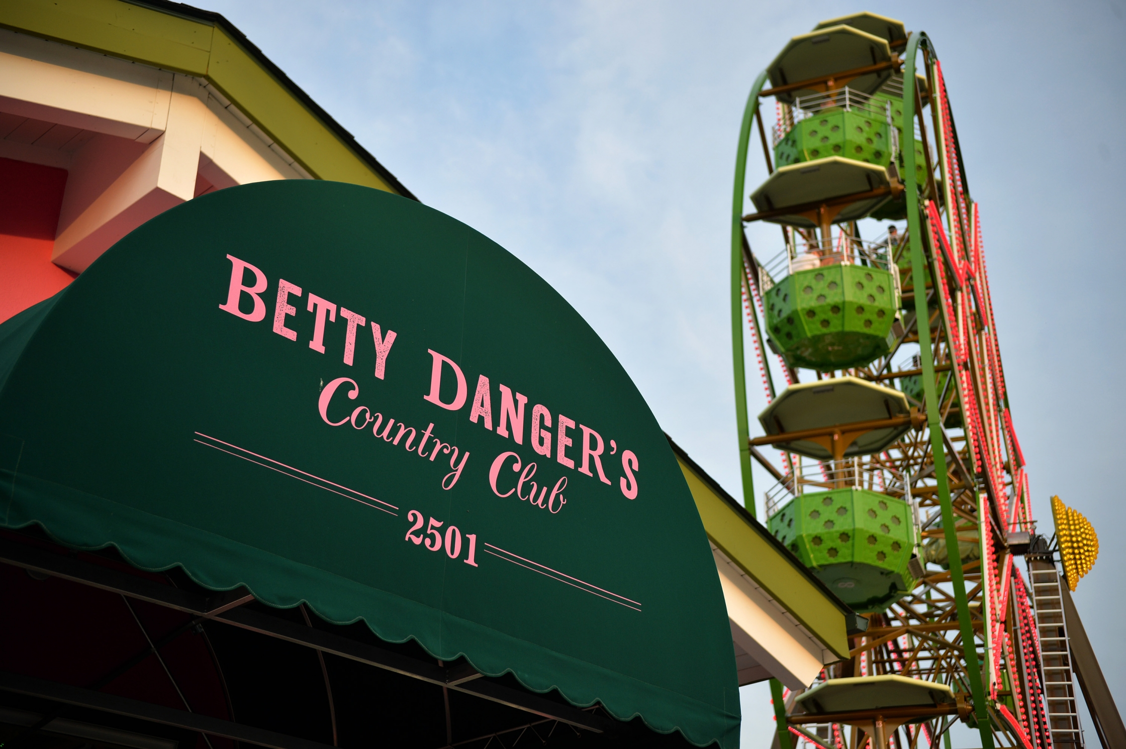 High Quality Betty Dangeru0027s Energetic Patio Atmosphere Gives Guests The Opportunity To  Ride A Ferris Wheel Or Mini Golf, While Enjoying One Of The Restaurantu0027s  Beloved ...