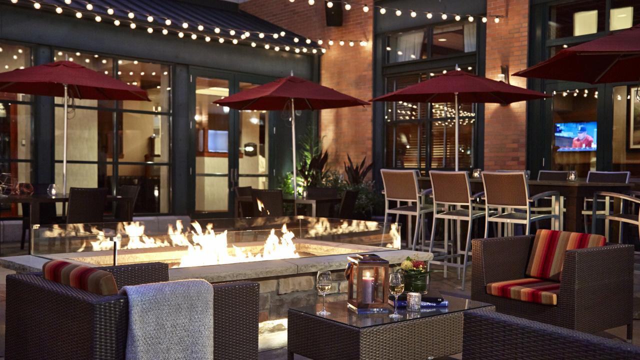 hotels lodging in minneapolis mn meet minneapolis. Black Bedroom Furniture Sets. Home Design Ideas